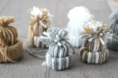 Christmas Love, Christmas Holidays, Christmas Decorations, Yarn Crafts, Diy Crafts, Theme Noel, Decorating Blogs, Hand Knitting, Place Card Holders