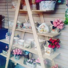 Nuevas tendencias,  productos exclusivos en #DecoOutlet PBX 3222023 www.DecoOutlet.co Outlet, Ladder Decor, Instagram Posts, Vintage, Home Decor, New Trends, Products, Little Cottages, Homemade Home Decor