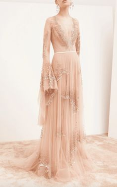 44 Pink Wedding Dresses For The Modern Romantic Bride From pale pink to dusty rose, be a blushing bride in any of these stunning pink wedding gowns and dresses Pink Wedding Gowns, Bridal Dresses, Boho Wedding, Vestido Dolce Gabbana, Belle Silhouette, Evening Dresses, Formal Dresses, Elegant Dresses, Sexy Dresses