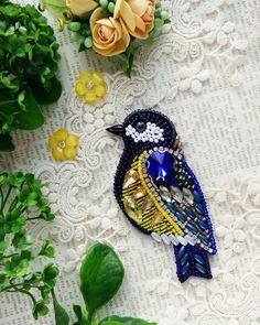 Чудесная синичка выполнена для чудесной девушки 😍 🤗 Скоро полетит радовать свою прекрасную обладательницу 💖 Под заказ ☝ #брошьназаказ #брошьказань #брошьптица #брошьсиничка #брошьручнойработы #авторскаяброшь #синица #птичкасиничка #подарок #модно #8марта #handworks #brooches #assecories #broochbird #handmade