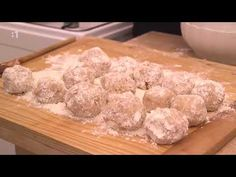 Slovensko chutí - Gemerské guľky - YouTube Music Songs, Make It Yourself, Youtube, Food, Essen, Meals, Youtubers, Yemek, Youtube Movies