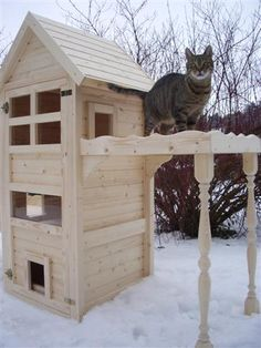 awesome cat house made from reclaimed fence wood love. Black Bedroom Furniture Sets. Home Design Ideas