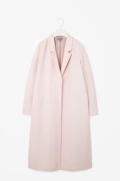 This long coat is made from a cotton-mix with a silky lining and side slits. Slightly oversized, it has wide notched lapels, long sleeves and in-seam pockets. It is completed with hidden tonal buttons. Coats For Women, Clothes For Women, Cos Clothes, Cut And Style, My Style, Coat Patterns, Fashion Colours, Aesthetic Fashion, Autumn Fashion
