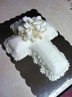 "Love this! Prettiest Cross Cake I've seen...like the daisies around it too "")"