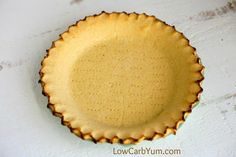 Coconut Flour Pie Crust - Gluten free Want the perfect low carb pie crust that isn't made with almond flour? Give this simple coconut flour pie crust a try for both sweet and savory pies. Coconut Flour Pie Crust, Oil Pie Crust, Flakey Pie Crust, Low Carb Pie Crust, Baking With Coconut Flour, Pie Crusts, Keylime Pie Recipe, Crust Recipe, Low Carb Desserts