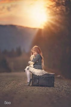 New photography poses for girls children Ideas Cute Kids, Cute Babies, The Colour Of Spring, Foto Baby, Jolie Photo, Cute Bears, Girl Photography, Vintage Family Photography, Photography Ideas Kids