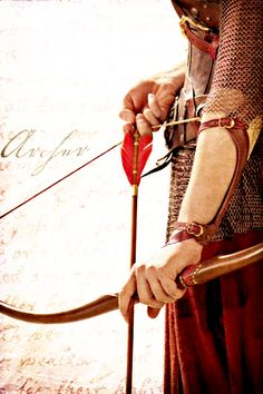 Jelina's arrow (Anna Popplewell as Susan Pevensie in The Chronicles of Narnia: Prince Caspian) Larp, Susan Pevensie, Elfa, Longbow, Traditional Archery, Bow Arrows, Chronicles Of Narnia, Medieval Fantasy, Character Inspiration