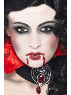 Smoky Eyes for Vampire MakeUp Ideas via