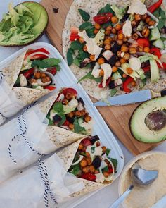 tessbegg: Crunchy spiced chickpea & hummus wraps full of yummy stuff (i go through a hummus tub in one sitting hehe) ~ all 4 for me Just posted 'what i eat in a day #12 + ab workout' LINK IN BIO give it some luv (recipe for these wraps is in it) #vegan