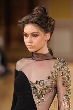 Tony Yaacoub - Couture - Fall-winter 2013-2014 - http://www.flip-zone.net/fashion/couture-1/independant-designers/tony-yaacoub-4000