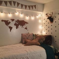 This is one of the cutest dorm room ideas for girls! #BeddingIdeasForTeenGirls
