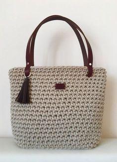 Háčkovaná kabelka s koženými d Crochet Market Bag, Crochet Tote, Crochet Handbags, Crochet Purses, Diy Handbag, Diy Purse, Crochet Shoulder Bags, Diy Crafts Crochet, Diy Bags Purses
