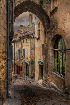 France Travel Inspiration - St -Emilion entrance