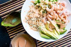 Sushiskål med blomkålsris, rejer og spicy mayo