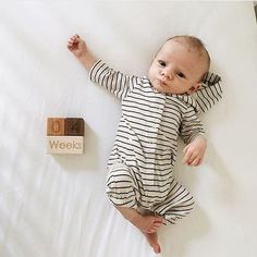 Count the days, weeks, months and years of your growing baby! These blocks make beautiful props in photography shoots for expectant mothers, newborns and growing kids. This beautiful set includes 3 -