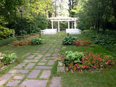 The Kelton House in Columbus Ohio - Such a beautiful garden to get married in!!