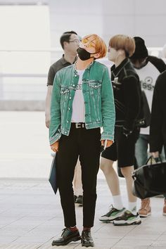 taehyung clothes taehyung nervously pulled on his denim jacket sleeve, eyeing the male in front of him through his round glasses Bts Airport, Airport Style, Kpop Fashion, Korean Fashion, Airport Fashion Kpop, Street Fashion, Moda Kpop, Les Aliens, Kpop Mode