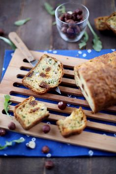Cake à la roquette, aux noisettes et aux figues séchées No Salt Recipes, Cake Recipes, Brunch, Hazelnut Cake, Salty Cake, Quick Bread, Quiches, Yum Yum, Dinner Recipes