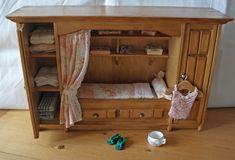 All about dollhouses and miniatures: Bedstee voor de dienstmeid van het poppenhuis op zolder