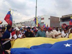 @Hora350  5:27 pm Padres de Geraldin Moreno, presentes en la marcha al sur de #valencia pic.twitter.com/LBxOkD0Cvl