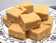 Here I give you a quick and easy way to make fudge that everyone is sure to enjoy. If you like fudge like I do your sure to love this really great easy to make fudge. I looked around for a quick , easy way to make fudge and finally I discovered a. Fudge Recipes, Candy Recipes, Sweet Recipes, Dessert Recipes, Coctails Recipes, Low Carb Menus, Delicious Desserts, Yummy Food, Tasty
