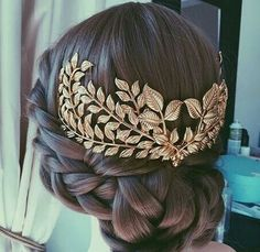 Wedding hairstyles for curly hair. Wedding hairstyles for long hair. Wedding hairstyles for small hair. Wedding Updo, Wedding Hairstyles, Quinceanera Hairstyles, Bridesmaid Hairstyles, Wedding Hair Pins, Coiffure Hair, About Hair, Hair Dos, Headpieces
