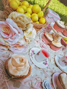 Sunny Days, Lemon, Cupcakes, Yard, Favorite Recipes, Sweets, Table Decorations, Baking, Desserts