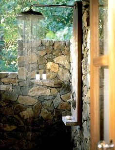 Outdoor shower. If I knew no one could see me this would be amazing. Outside surrounded by trees and sunshine, birds chirping. What a peaceful shower that would be (: