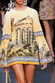 View all the detailed photos of the Dolce & Gabbana spring / summer 2014 showing at Milan fashion week. Read the article to see the full gallery. Runway Fashion, Spring Fashion, High Fashion, Fashion Show, Fashion Looks, Womens Fashion, Cute Short Dresses, Fru Fru, Milan Fashion Weeks