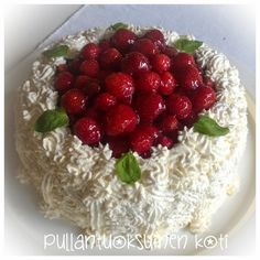 Strawberry Cream Cakes, Seasonal Food, Love Cake, Food Pictures, Raspberry, Berries, Pudding, Baking, Fruit