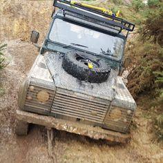 Land Rover Defender 90 Td5 Sw Stuck in mud