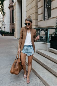 outfit with blazer Look Blazer, Blazer And Shorts, Blazer Outfits, Casual Outfits, Denim Shorts, Blazer Dress, Blazer And Jeans Outfit Women, Dress Outfits, Trendy Summer Outfits