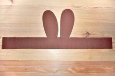 Hasenohren basteln - und Ostern kann kommen! | familie.de Day, Kindergarten, Kid Crafts, Bunny Mask, Easter Bunny Ears, Kindergartens, Preschool, Preschools, Pre K