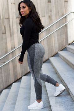 Workout clothes Outfits Gym for Women and Girls. Best Workout Clothes, Gym Fashion and Fitness Fashion outfit ideas. Yoga Outfits, Womens Workout Outfits, Sport Outfits, Travel Outfits, Leggings Outfit Fall, Legging Outfits, Cheap Leggings, Grey Leggings, Printed Leggings