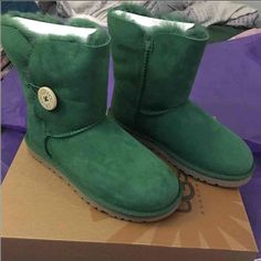 New Authentic size 6 UGGs Bailey Button pine color New Authentic size 6 UGGs Bailey Button pine color. Retail $165 comes with the original box and papers UGG Shoes Winter & Rain Boots