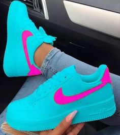 Lisa -Lisa - Best Picture For Mens Sneakers jordans For Your Taste You are looking for som Moda Sneakers, Cute Sneakers, Jordan Shoes Girls, Girls Shoes, Shoes Women, Vans Shoes, Shoes Sneakers, Pink Nike Shoes, Cleats Shoes