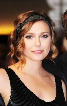 Elizabeth Olsen in a inspired headband and finger waves. Party Hairstyles, Celebrity Hairstyles, Vintage Hairstyles, Wedding Hairstyles, Flapper Hairstyles, Gatsby Hairstyles For Long Hair, 1920s Hair Short, Hollywood Hairstyles, 1940s Hair
