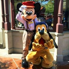 Mickey and Pluto :) Disney Love, Disney Magic, Mickey Mouse And Friends, Minnie Mouse, Disney Parks, Walt Disney, Park Around, Disneyland Paris, Disney Characters