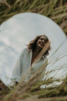 Mirror Photography, Creative Portrait Photography, Reflection Photography, Photography Poses Women, Girl Photography Poses, Tumblr Photography, Photography Projects, Artistic Photography, Amazing Photography