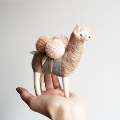 Make a lama mobile using cookie cutter for shape and papier-mâché Alpacas, Deco Originale, Felt Toys, Soft Sculpture, Felt Animals, Softies, Handmade Toys, Felt Crafts, Pretty Little
