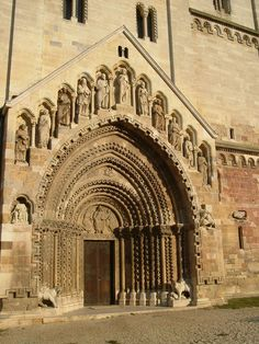 Jáki templom bélletes kapuja