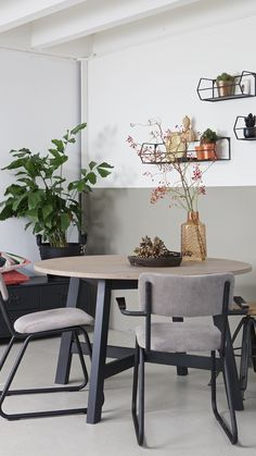 Style At Home, Dining Room Table, Dining Chairs, Home Fashion, Interior Inspiration, Home Office, Designer, Bedroom Decor, Sweet Home