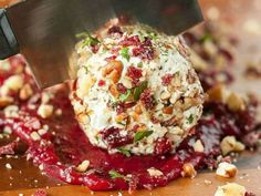 Cranberry Goat Cheese Log with Walnuts, Pecans, and Parsley: this festive holiday appetizer is sure to please a crowd! It's quick, easy, and delicious! Real Food Recipes, Great Recipes, Snack Recipes, Favorite Recipes, Healthy Recipes, Cheese Log, Cheese Ball, Appetizer Salads, Tailgate Food