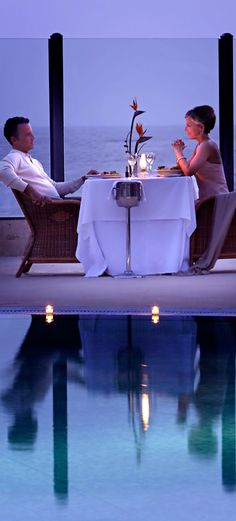 Dating Miss Millionairess.Romantic Dinner with an Ocean View. Romantic Moments, Romantic Dates, Romantic Dinners, Romantic Couples, Couple Romance, Romance And Love, Romantic Evening, Enchanted Evening, Glamour