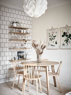Cozy kitchen with an exposed brick wall - via Coco Lapine Design blog