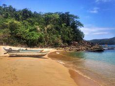 Desejo do dia: fugir com esses barcos pra uma Praia dessas! Quem mais? #paraty #trindade