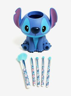 Disney made 'Lilo & Stitch' makeup brushes and they're WAY too cute Stich Make-up Pinsel Stitch Disney, Lilo Y Stitch, Cute Stitch, Makeup Brush Holders, Makeup Brush Set, Makeup Sets, Stitches Makeup, Diy Nails Stickers, Disney Makeup