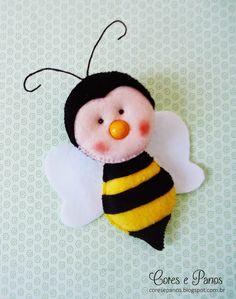 molde adelhinha Crafts To Make, Crafts For Kids, Felt Gifts, Baby Fairy, Felt Patterns, Felt Diy, Felt Dolls, Felt Christmas, Felt Animals