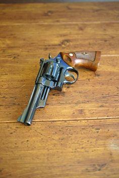 Klassiker SMITH & WESSON M 27-1 im Detail - Erfahren Sie mehr: http://www.all4shooters.com/de/Artikel/Kurzwaffen/S-W-M27-1-Revolver-Test-Kurzwaffe/  SMITH & WESSON fertigte viele #Revolver - aber nur einen, den die Fans für den schönsten halten. Hamza Malalla erklärt die Hintergründe, und Gary Zens liefert schwelgerische Fotos ...