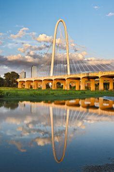 Santiago Calatrava: Margaret Hunt Hill Bridge—